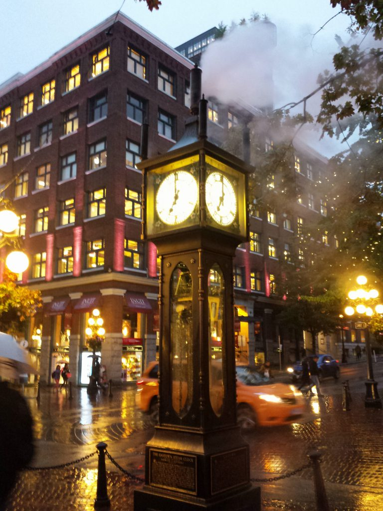 dampfende Steamclock in Gastown, abends